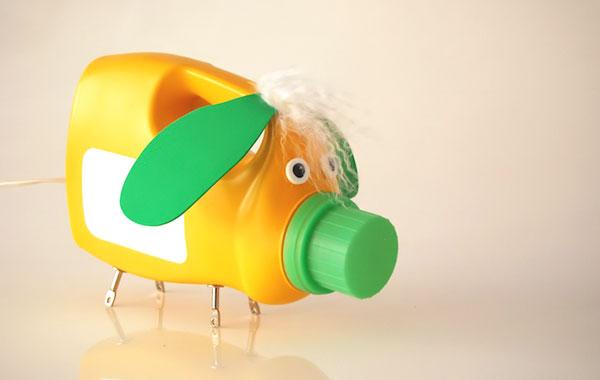 Hacemos juguetes con material de reciclaje for Juguetes de plastico