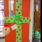 christmas_wrapping_paper_door_decoration_-_myclassroomideas_christmas_doors_decorating_ideas_